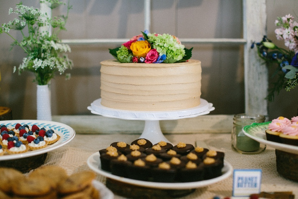 Cocoa fig rustic outdoor wedding mini dessert table for Table 52 dessert