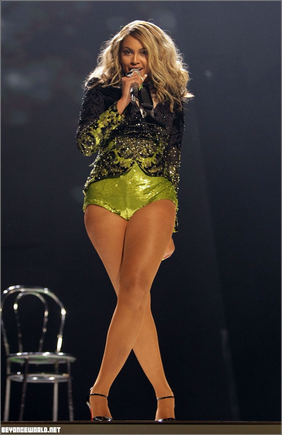 Casually found Beyonce sexy legs and thighs