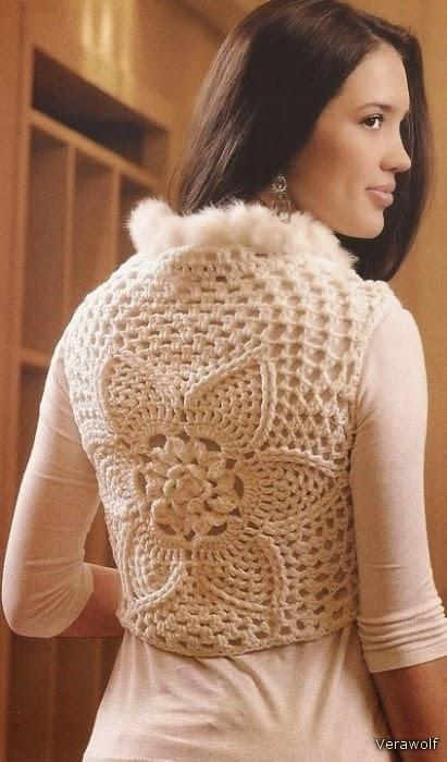 Chaleco tejido al crochet con borde de piel