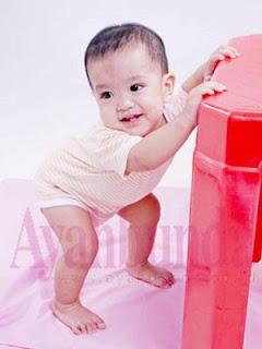 10 tahap penting perkembangan bayi
