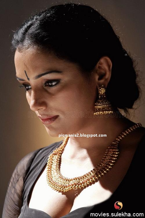 Swetha Menon in Rathinirvedam Remake Photos