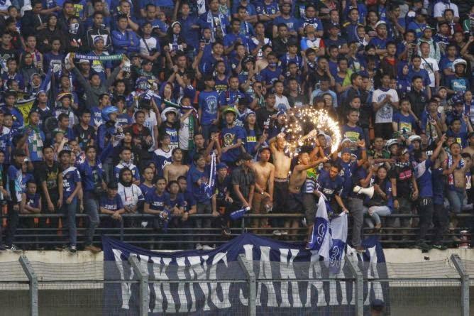 Bobotoh Asal Ibu Kota Jakarta pun Turut Mendukung Persib Di Pertandingan Final ISL 2014 Di Palembang