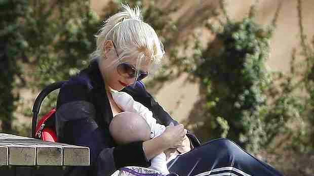 Gwen Stefani Breastfeeding