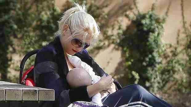 Gwen Stefani Breastfeeding