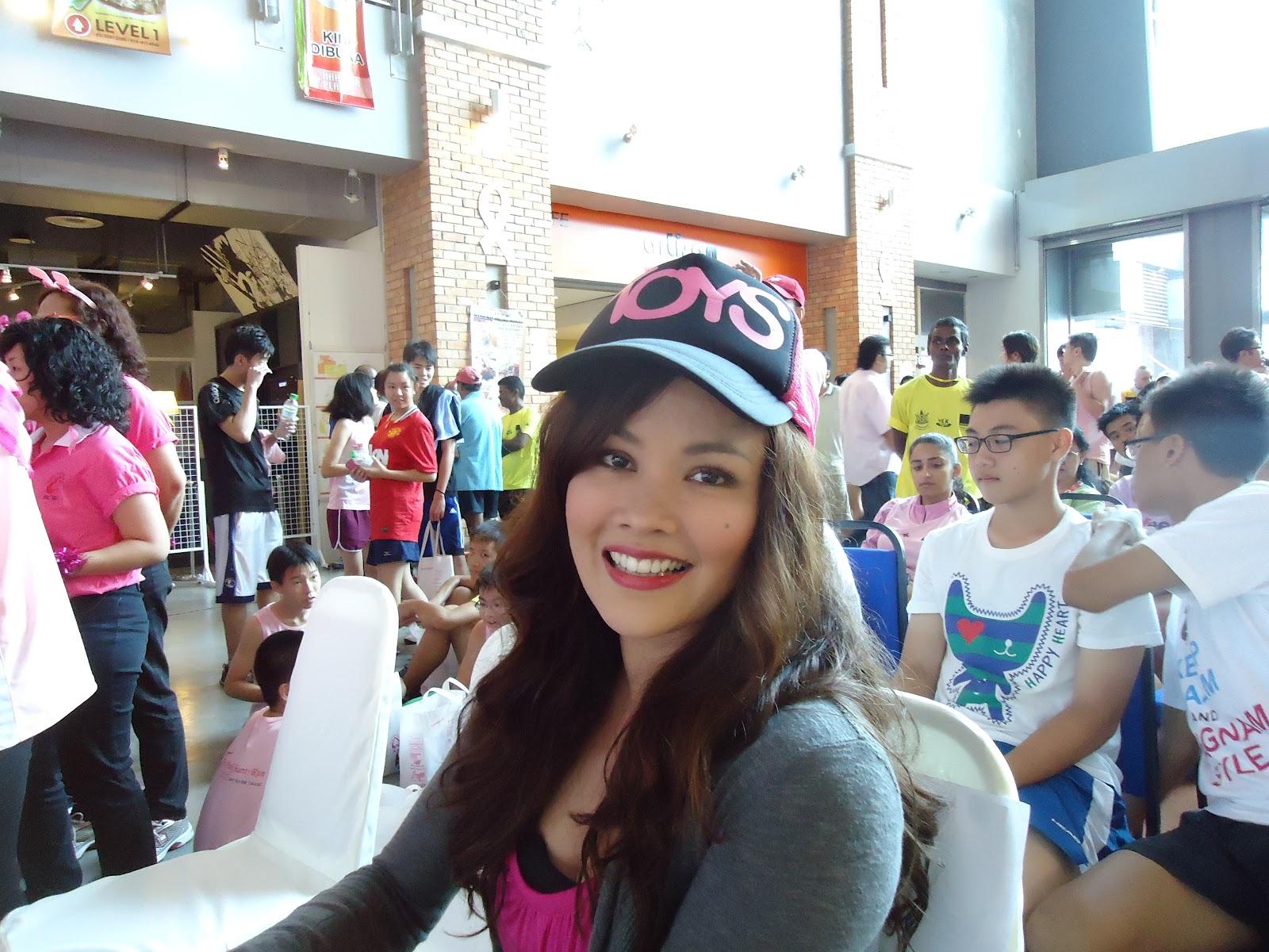 http://2.bp.blogspot.com/-rvRf1JcDPfQ/UHQbACLvx8I/AAAAAAAAF6w/bMqFXiUKGWM/s1600/pink+charity+run+2012+043.jpg