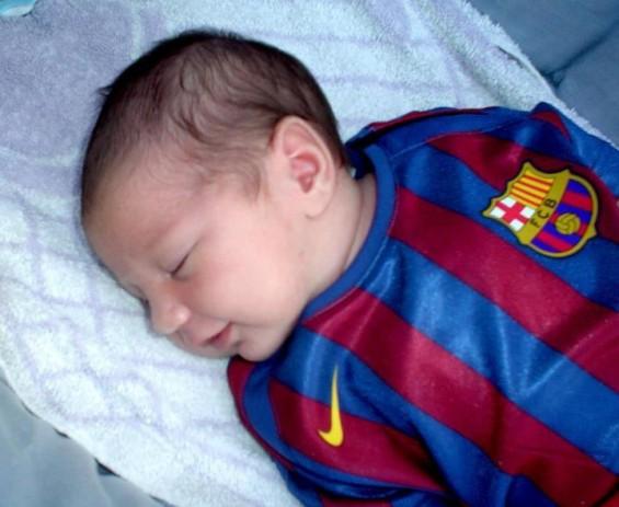 Messi Gembira Kekasih Lahir Anak Pertama - Thiago