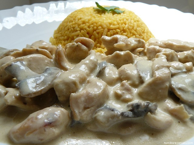 Filetes de Pollo en Salsa de Champiñones Pollo Especial en Salsa Con