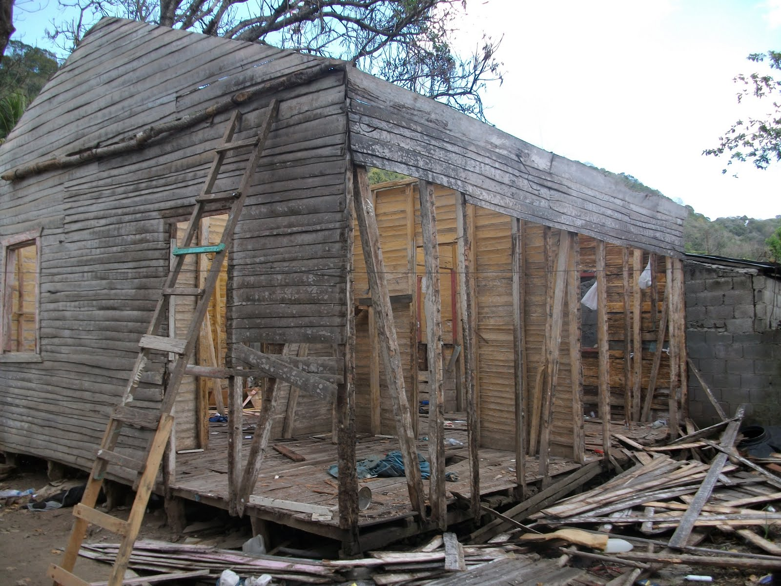 Baitoer soy desiden desbaratar casa vieja del centro del - Casas de madera por dentro ...