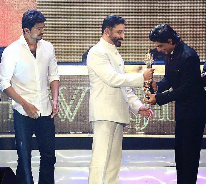 Shahrukh award from KamalHassan_Myclipta