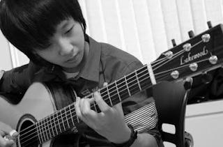 10 Tips Ampuh Untuk Mengenali Kualitas dari Gitar Akustik
