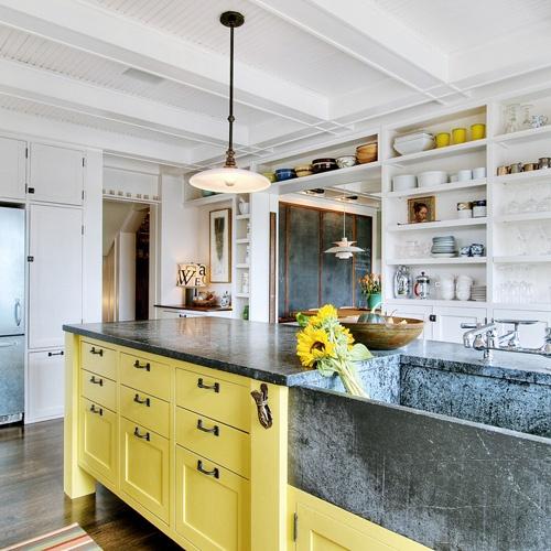 decoracao cozinha criativa:Elas possuem algo em comum, o uso de duas cores nos armários