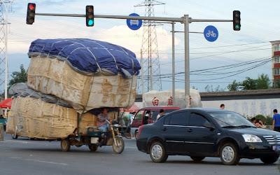 Gambar kendaraan dengan muatan Berlebih