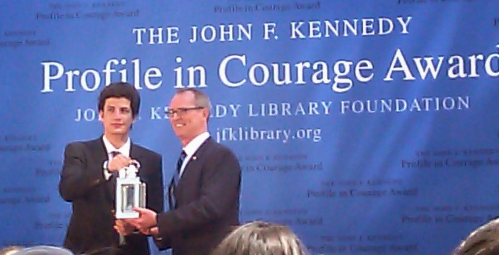 ma yan tikvah s divrei earth profile in courage omer day 30 the profile in courage award was presented by jack schlossberg grandson of president john f kennedy