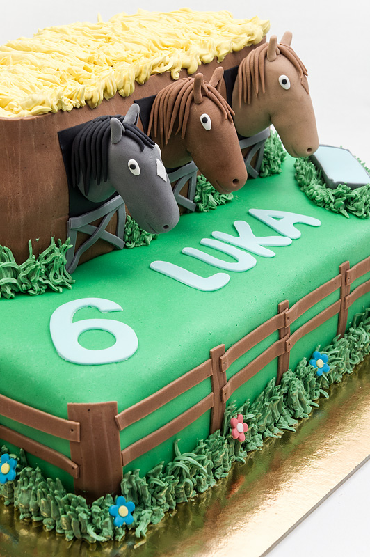 Horses in a barn fondant cake left