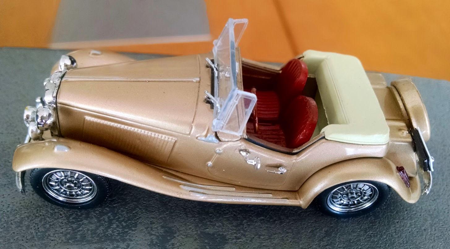 O resultado da personalização é uma miniatura mais fiel ao MP Lafer dourado de capota bege.