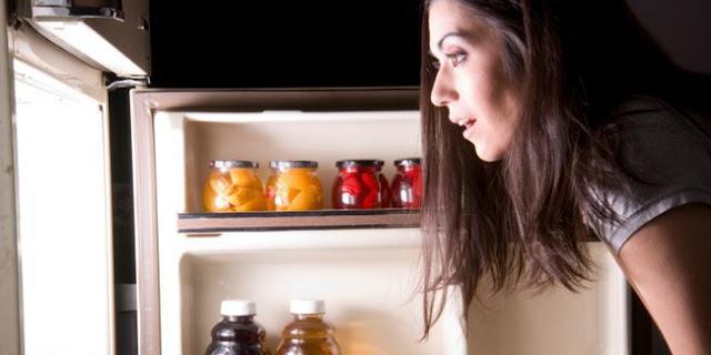 Benarkah Ngemil Terlalu Malam Dapat Menaikkan Berat Badan?