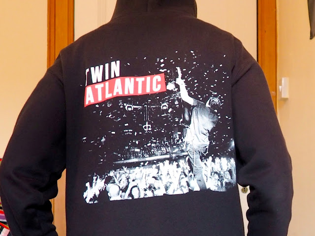 Lazy Days outfit details | Back of a black Twin Atlantic hoodie, featuring a concert photo