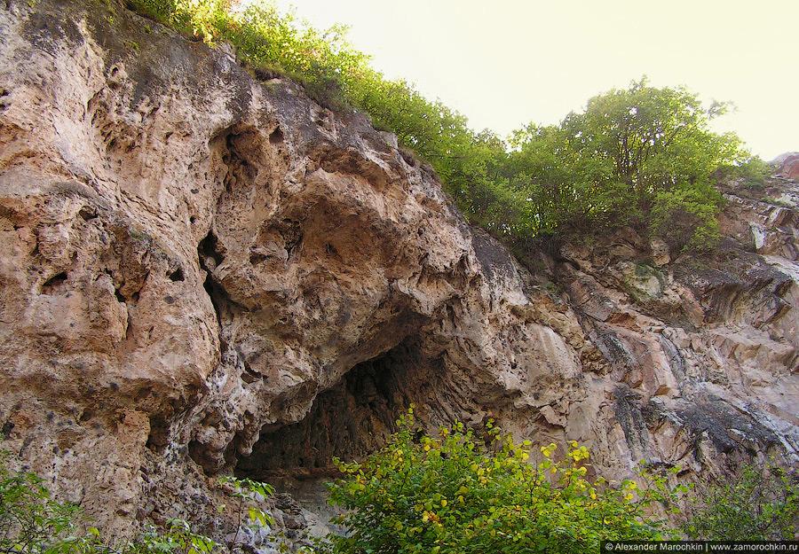Гранитные скалы в каньоне реки Аликоновки