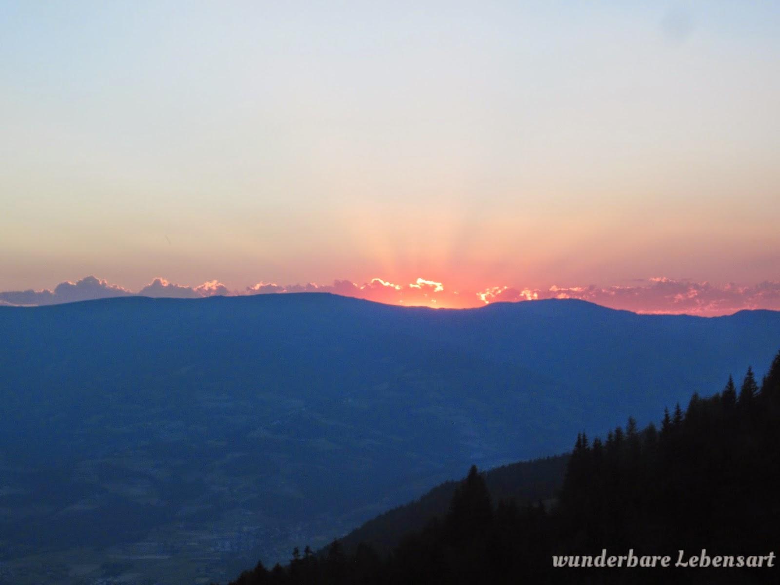 Tageszeiten, Sonnenuntergang im Berg