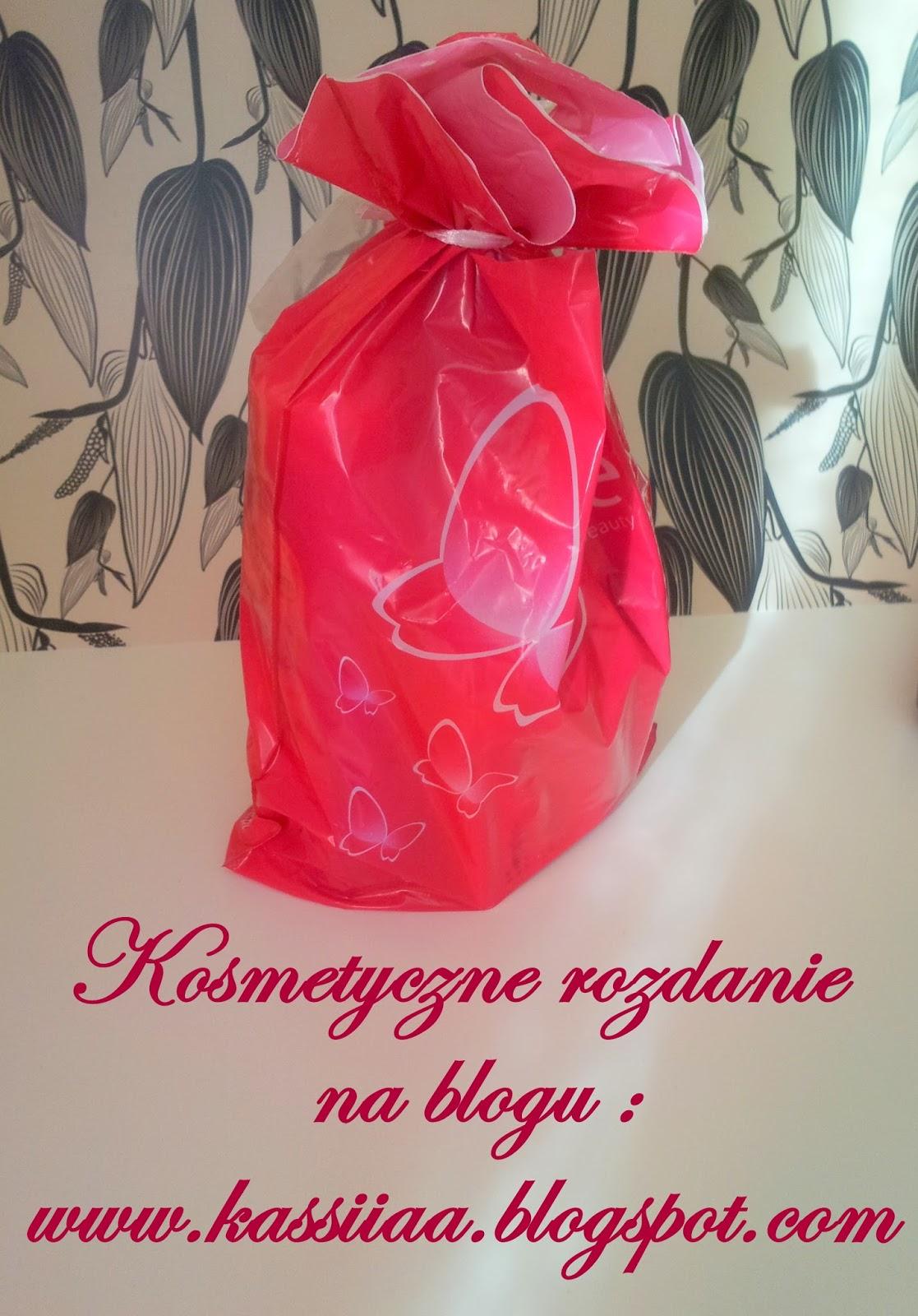 http://kassiiaa.blogspot.com/2014/10/kosmetyczne-rozdanie-na-blogu.html