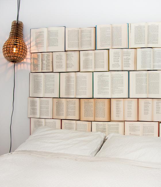 Cabecero DIY con libros