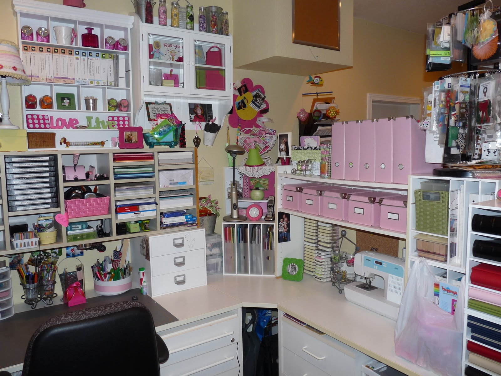 Scrapbook Craft Room Ideas 1600 x 1200