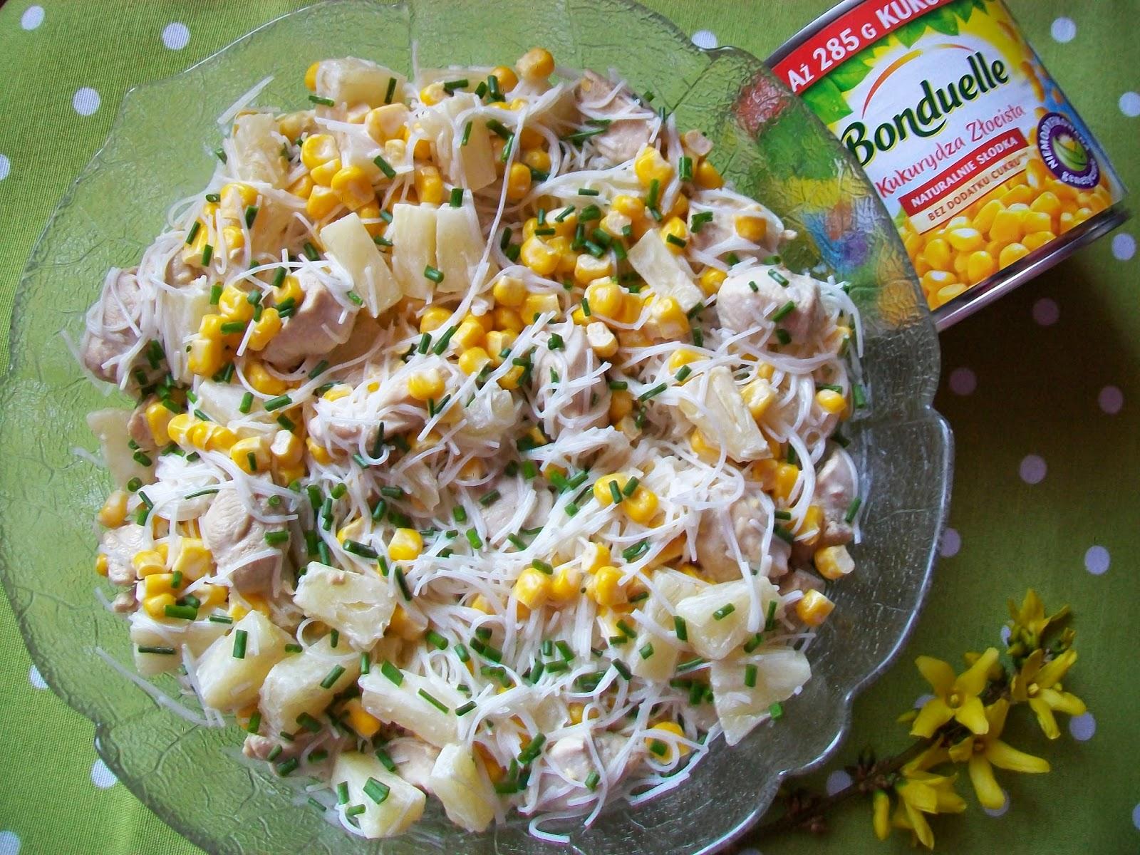 Monia Miesza I Gotuje Salatka Z Makaronem Ryzowym Kurczakiem I
