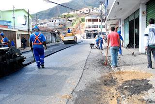 Graças à parceria da Prefeitura com o Governo do Estado, R. Fileuterpe começa a ser asfaltada