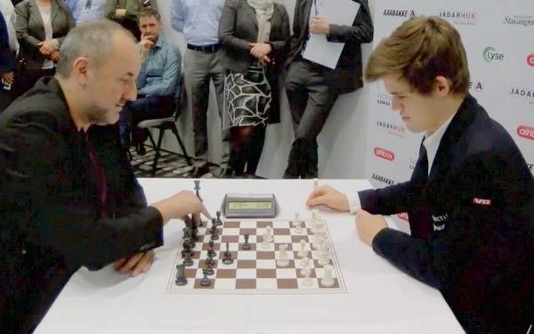 La vidéo de la partie d'échecs entre Magnus Carlsen et son manager Espen Agdestein © Chess & Strategy