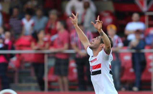 São Paulo derrota o Cruzeiro e cola no G4
