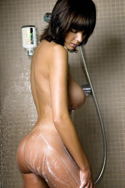 FotosNua.Com universitaria da um show pelada tomando banho