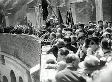 Mussolini tiene un discorso al Colosseo agl operai milanesi riuniti