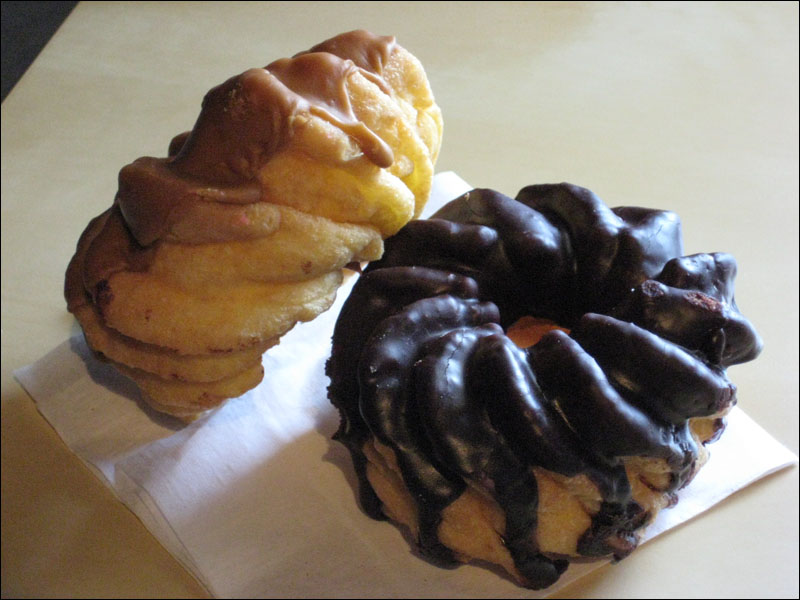 Review: Winchell's Donuts - French Cruller | Brand Eating