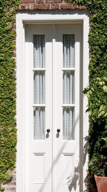 Wzory drzwi bia e drzwi dwuskrzyd owe for Drzwi z portalem