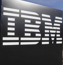 """Los gigantes venidos a menos de la industria tecnológica, IBM y BlackBerry, vuelven sus pasos hacia el sector empresarial tras su fracaso en el mercado de consumo masivo en computadoras personales y teléfonos inteligentes. Para 2015, la canadiense pondrá a prueba la fidelidad de sus clientes corporativos, mientras que la firma estadounidense buscará revertir la tendencia de caídas en los ingresos de los últimos ocho trimestres. """"Tenemos seis trimestres para virar el timón de la empresa. Por el momento nos estamos enfocando en el mercado empresarial, donde todavía somos líderes y nos concentramos en tres ejes: comunicaciones, productividad y seguridad"""","""