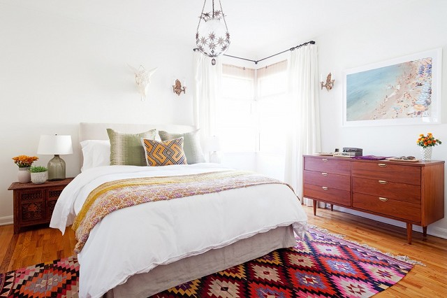 home-tour-a-young-designers-cheerful-eclectic-la-home-1519485.640x0c.jpg