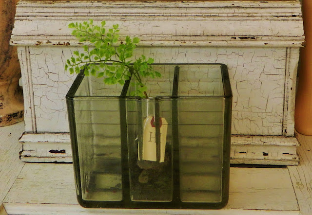 antique battery jar via homeologymodernvintage.com