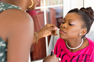 mariage en Guadeloupe, mariée se fait maquiller