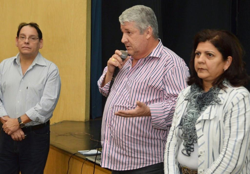 Secretário de Orçamento Participativo Antonio Carlos Moura abre o encontro entre os palestrantes Paulo Furtado e Maristela Gonçalves