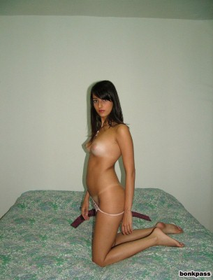 Hot Teen Posing Nude Photos