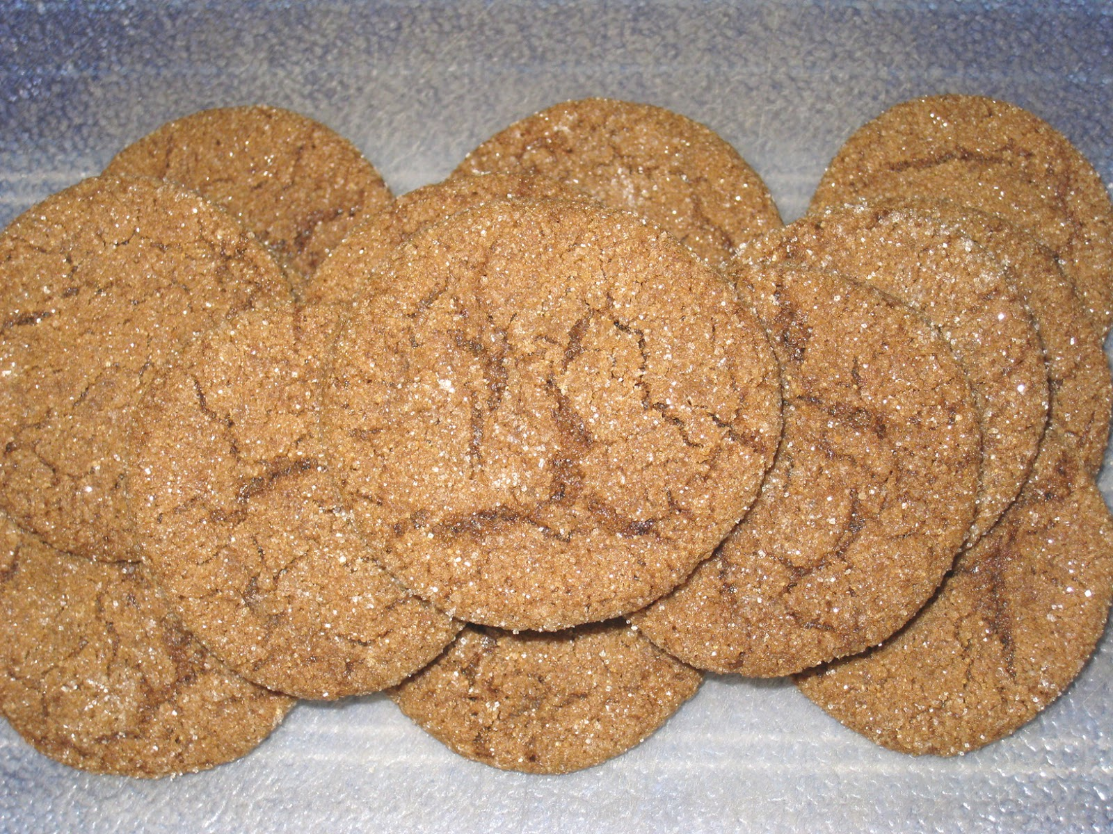 http://2.bp.blogspot.com/-rzMC2V8GRj8/UMU4NT-ZDwI/AAAAAAAAEkY/a0FYjl1HP54/s1600/121209+molasses+spice+cookies.jpg