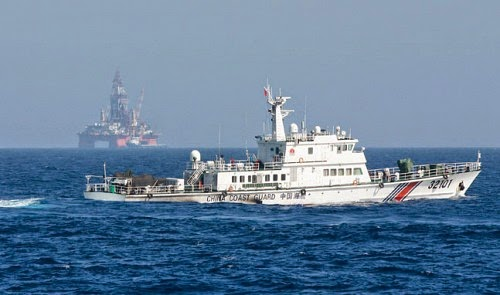 China towing second oil rig to East Vietnam Sea amid tensions