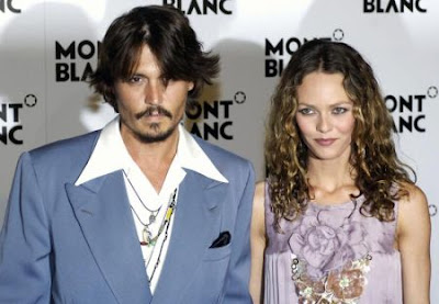 Johnny Depp Beli Rumah Untuk Bekas Kekasih