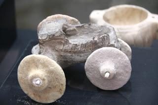 coche de juguete 7500 años de antigüedad
