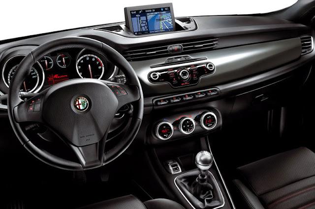 2012-Alfa-Romeo-Giulietta-Interior-front