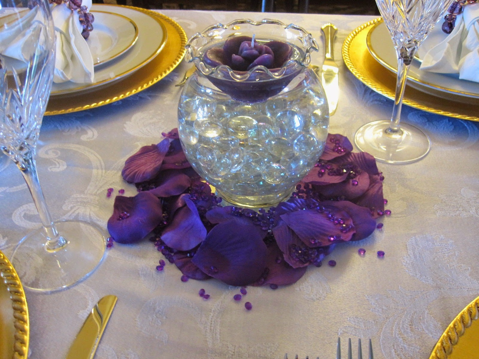 Creative hospitality how to make a floating candle centerpiece the basic supplies you will need are the floating candles a glass bowl or vase with a large enough open area for your candleor candlesto float on reviewsmspy