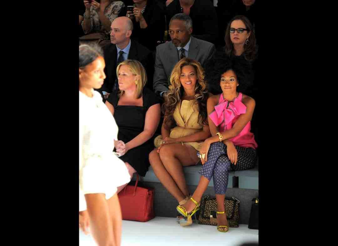 http://2.bp.blogspot.com/-rzu3HDkI42g/TtbPwKU5tbI/AAAAAAAAA4E/JVdiTIYNrgo/s1600/Solange+and+Beyonce+Knowles.jpg