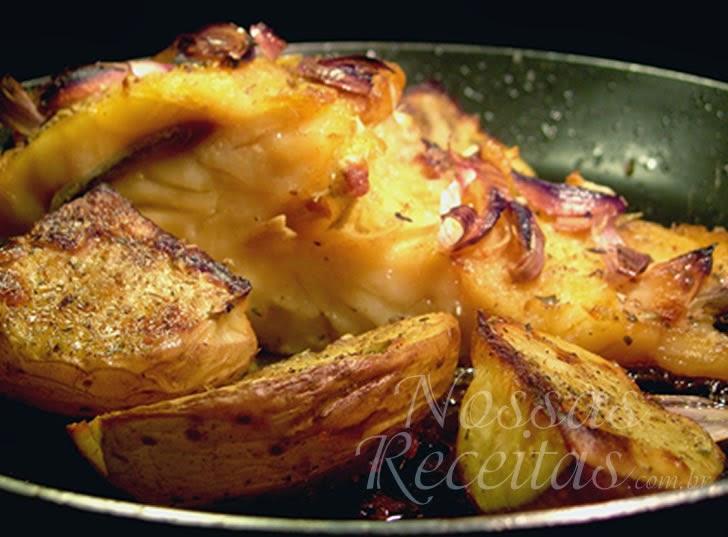 Receita de bacalhau preparado assado com batata e alho