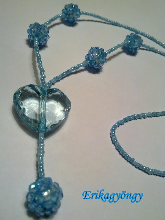 Akril szív bogyócskákkal