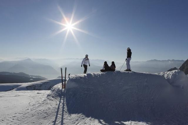 Herrliche Aussicht über die Südtiroler Berggipfel auf Meran 2000...